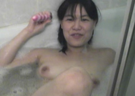 Colette takes a naughty bubblebath
